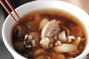 來碗暖呼呼的美味雞湯!
